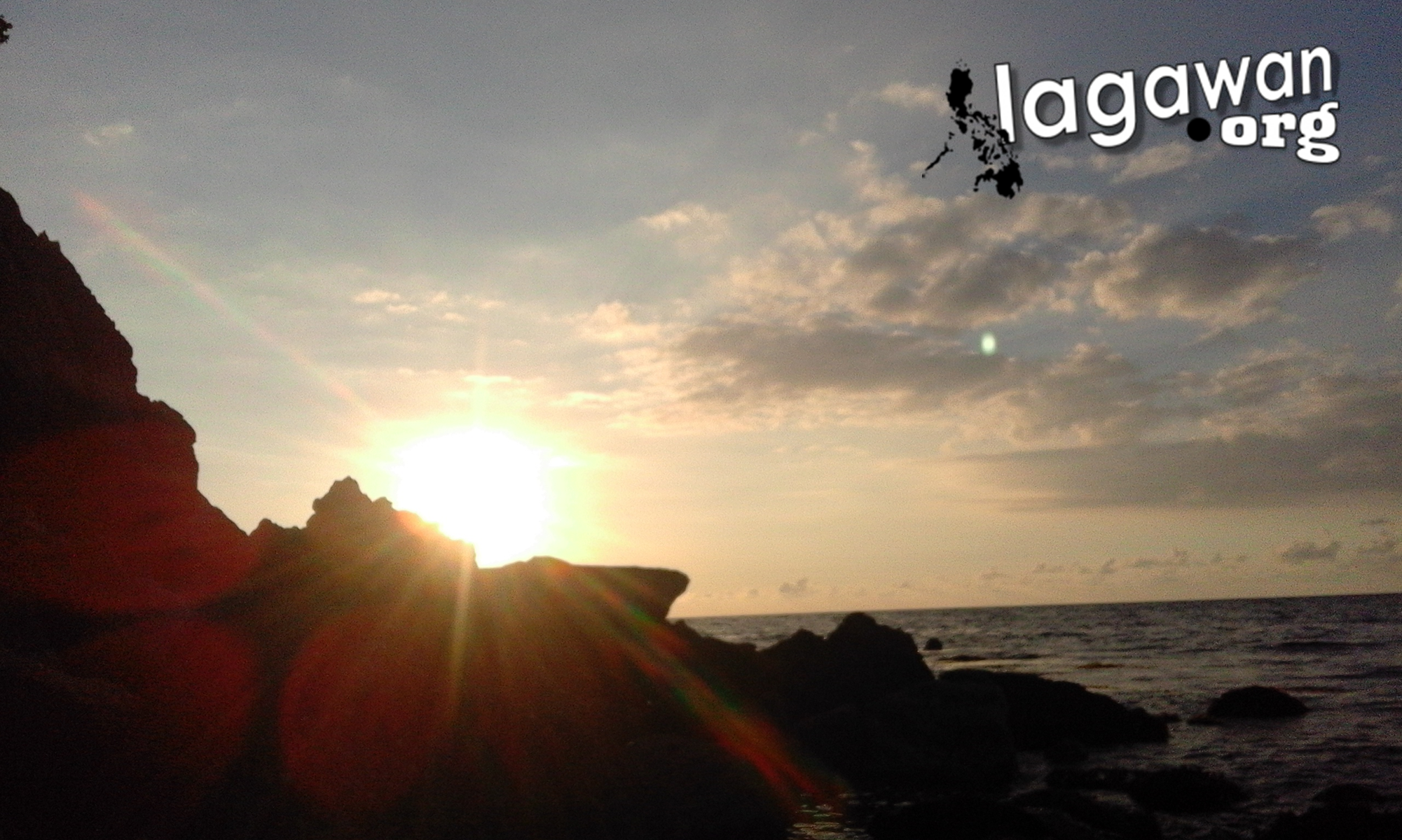 Isla de Gigantes Hideaway Resort rock formations and sunrise